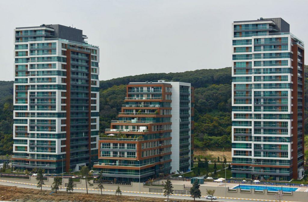 مجمع مول تجاري وشقق أخاذ بأروع مناطق اسطنبول - مسلك 7