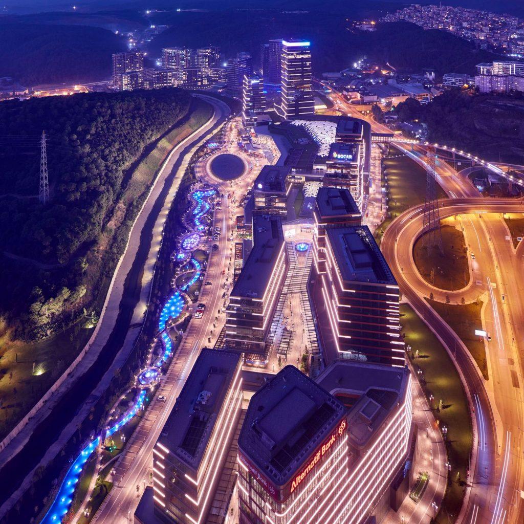 مجمع مول تجاري وشقق أخاذ بأروع مناطق اسطنبول - مسلك 8