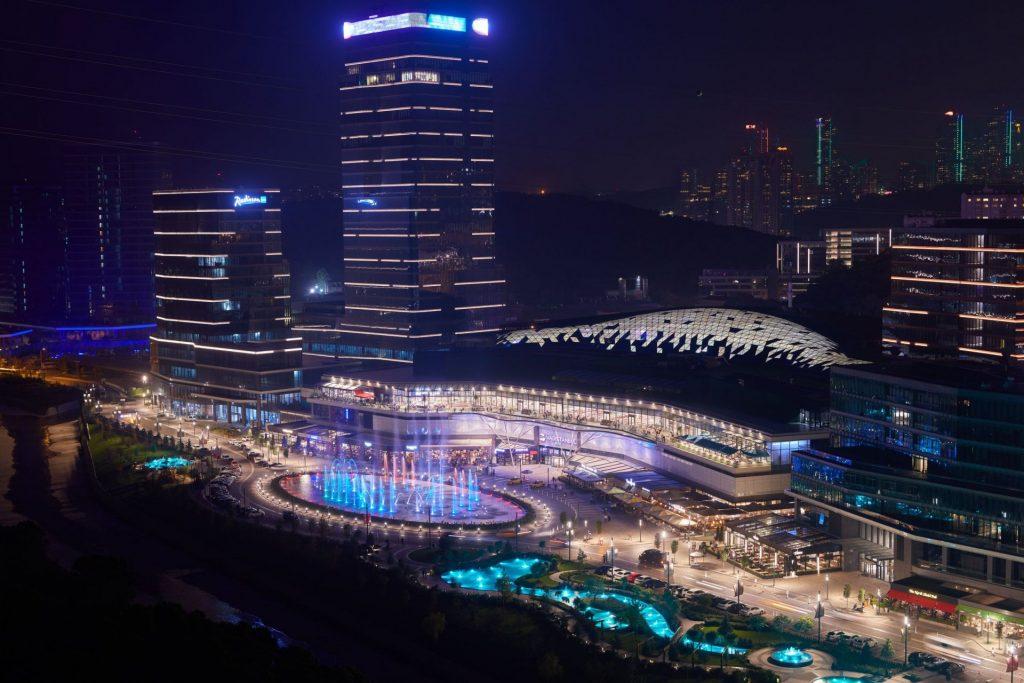مجمع مول تجاري وشقق أخاذ بأروع مناطق اسطنبول - مسلك 16